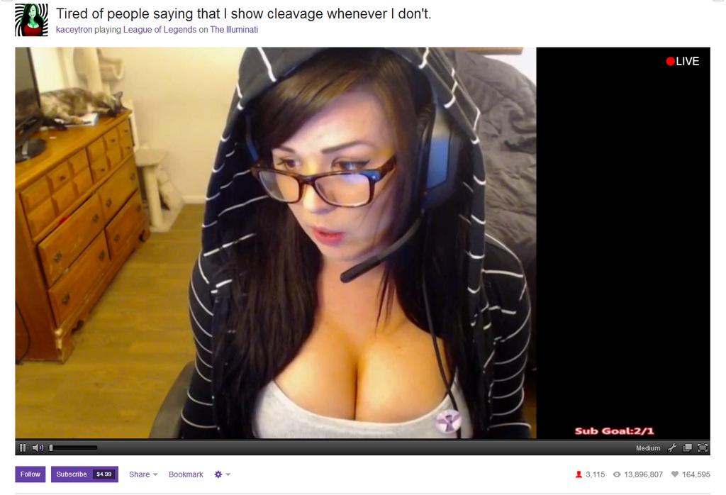 kaceytron göğüs dekoltesi konusunda Twitch'te ün salmış birisi