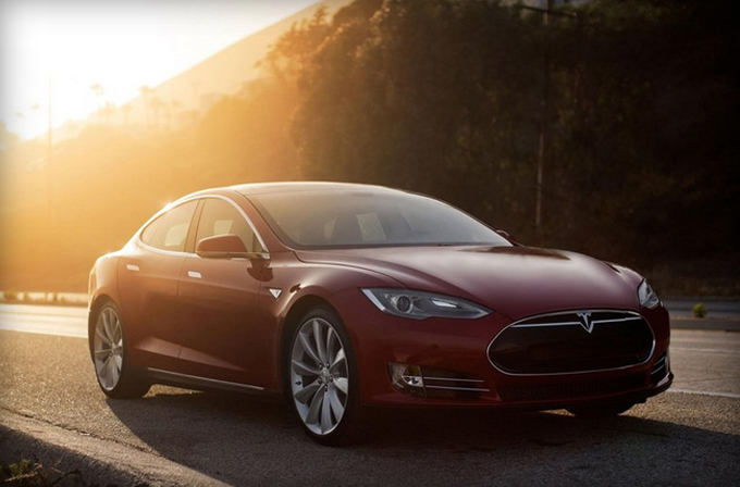 Video: Tesla'dan yeni bir süper araba; P85D