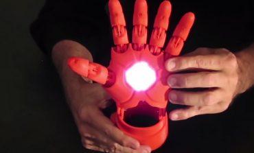 Video: Çocuklar için süper havalı protez el; Iron Man