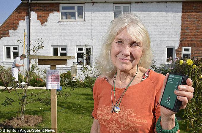 72 yaşındaki anneanne evinin duvarını Wi-Fi ve mobil şebeke sinyallerine kapattı