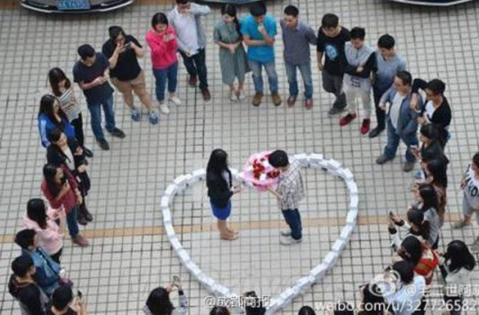 99 tane iPhone ile evlenme teklif etti, hayır cevabını aldı
