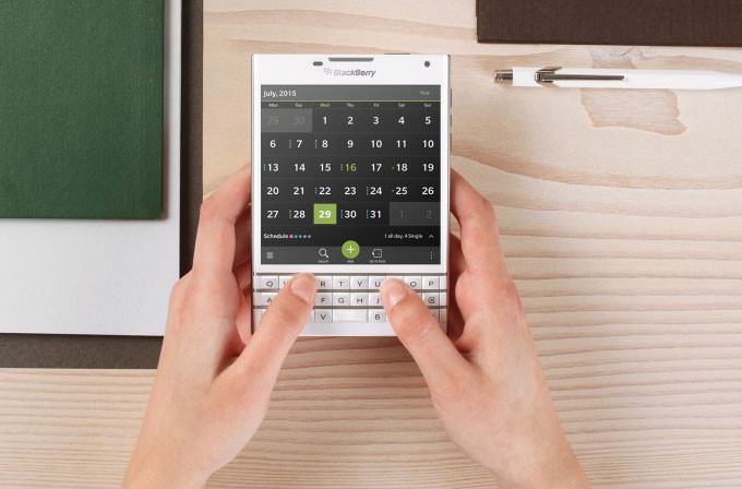 Blackberry'den iPhone'unu getirene 550$ indirim