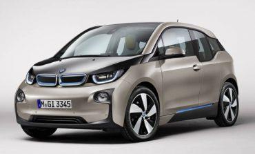 BMW, elektrikli araçları şarj etmek için sokak lambalarını kullanacak