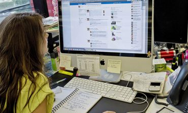 Facebook ofisinizin de sosyal ağı olmak istiyor