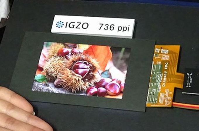 Sharp'ın 4.1 inç IGZO LCD ekranı, 736ppi gibi müthiş bir piksel sıklığı değerine sahip