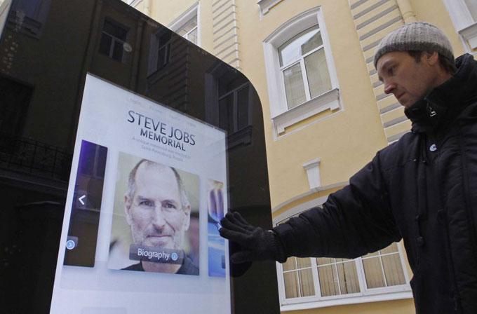 Rusya'da Steve Jobs'ın anıtı kaldırıldı