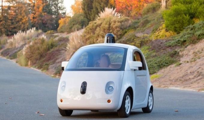 Google 2015'te kendi kendini süren aracını yollara sürecek