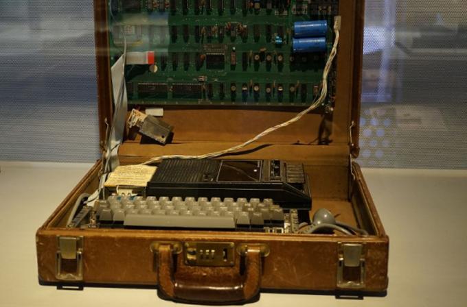 Apple – 1 bilgisayarı 365 bin dolara satıldı