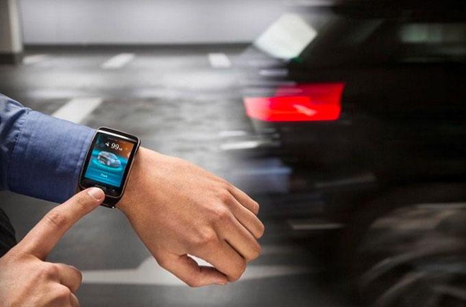 BMW, akıllı saat ile aracınızı park etme imkanı sunuyor