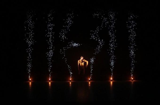 Video: Işık yansıtma teknolojisi ile baş döndürücü dans
