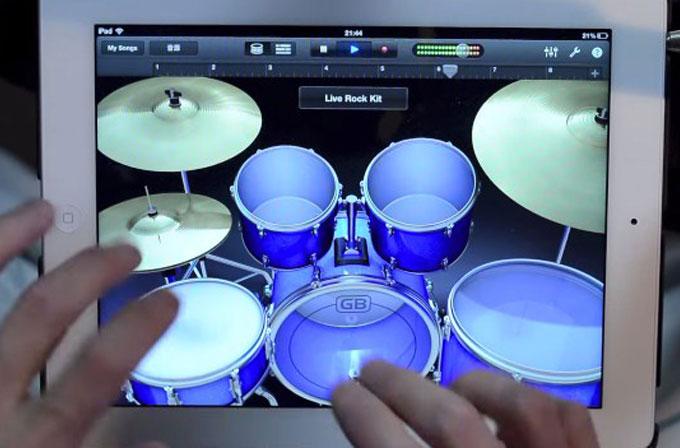 iPad'de etkileyici bateri solo (VİDEO)