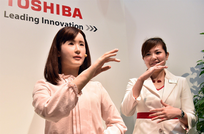 Toshiba bu robot ile işinize göz dikiyor