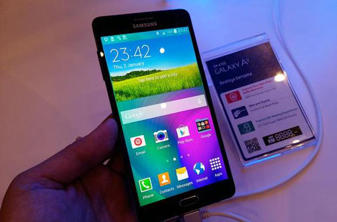 Samsung Galaxy A7 ilk kez resmi olarak görüntülendi