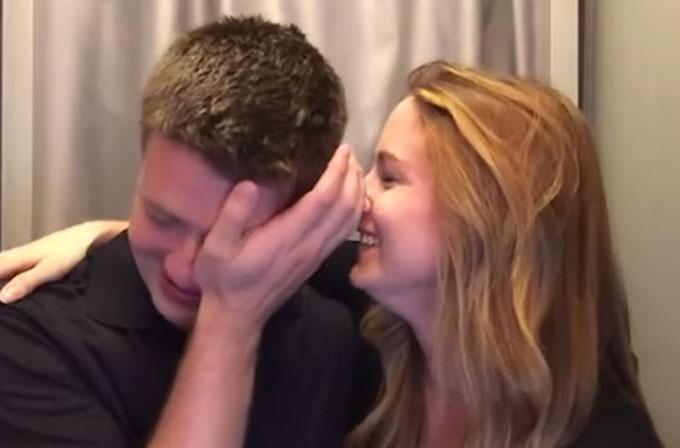 Eşinin hamile olduğunu fotoğraf kabininde öğrenen adamın tepkisi (VİDEO)