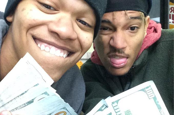 Çaldıkları iPad'le selfie çeken hırsızlar yakayı ele verdi