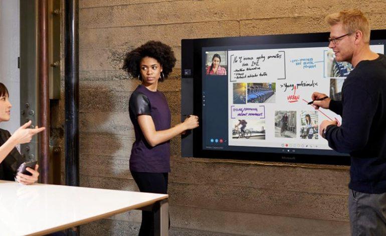 Microsoft'tan 84 inch ekranlı ve Windows 10'lu Surface Hub