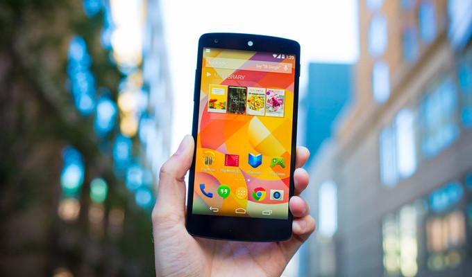 Google Play Nexus 5'i yeniden listeledi
