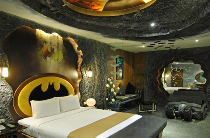 Yarasa mağarası temalı otel odası (Galeri)