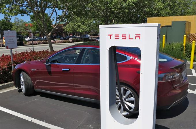 Tesla'nın yeni projesi evlerde kullanılabilecek bir batarya hazırlamak