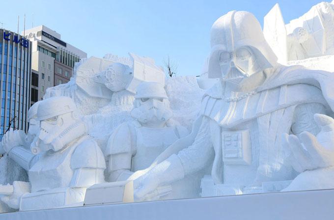 """Devasa büyüklükte kardan """"Star Wars"""" heykelleri yaptılar"""