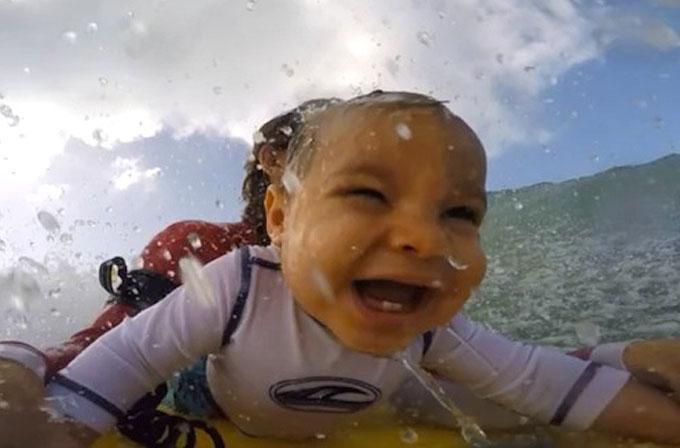 9 aylık bebeğin GoPro ile ilk sörf deneyimi