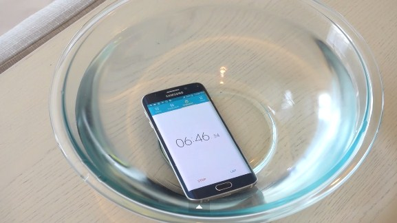 Galaxy S6 Edge, 20 dakika boyunca su altında kalabildi!