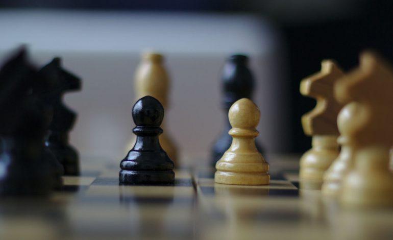 Satranç ustası turnuvada iPhone ile hile yaptı