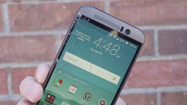 HTC One M9'a darbe ve su testi (VİDEO)
