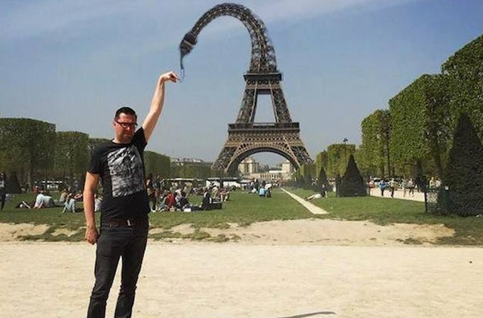 Galeri: Eiffel Kulesi'ne dokunamayan adam