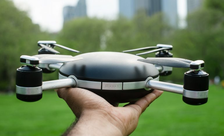 Bu drone yörüngenizde dolanıp selfie'nizi çekiyor
