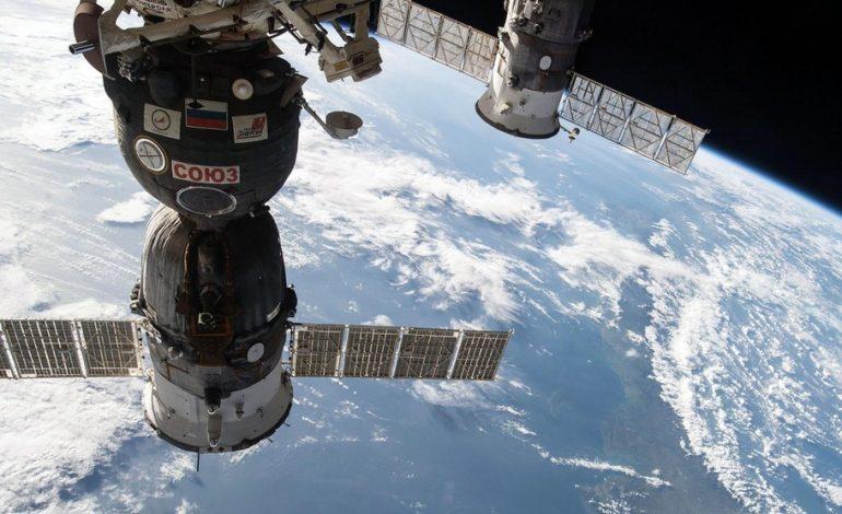 Kontrolden çıkan Rus uzay mekiği dünyaya düştü