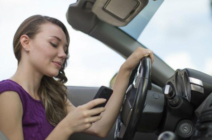 Sürücülerin yüzde 70'i direksiyon başında akıllı telefon kullanıyor