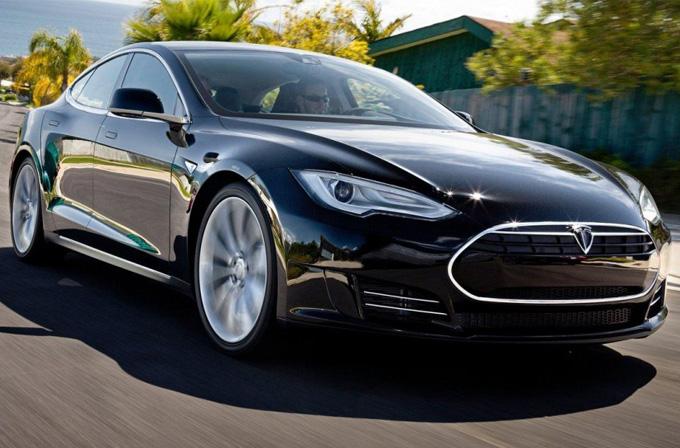 Tesla'nın en ucuz arabası tek şarjla 400 km yapacak