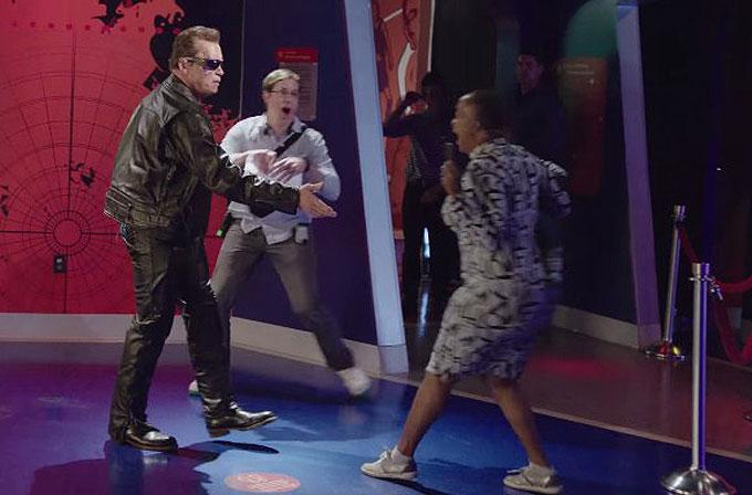 """Arnold Schwarzenegger """"Terminator"""" kılığında hayranlarını korkuttu"""