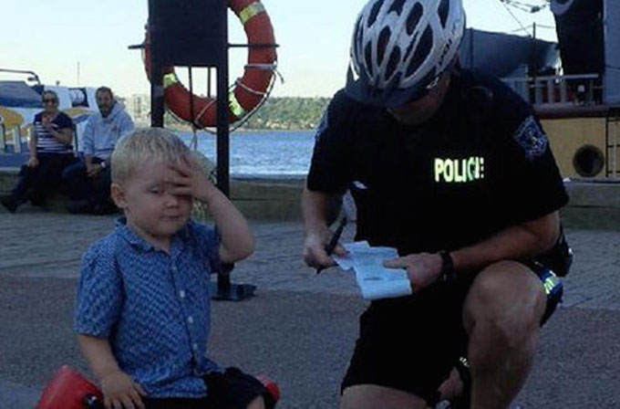 İlk trafik cezasını yiyen 3 yaşındaki çocuğun tepkisi