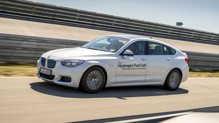 BMW, hidrojen ile çalışan yeni arabasını tanıttı