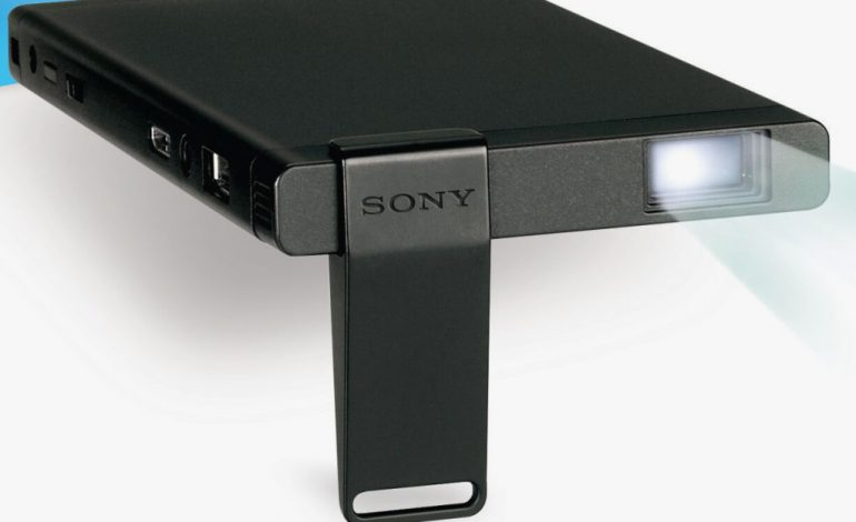 Sony'den PlayStation 4 için projektör geliyor