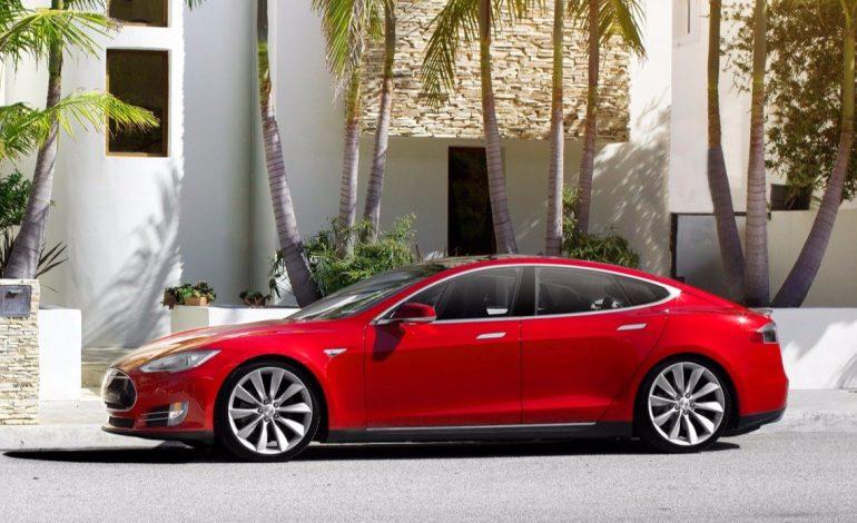 Tesla, Model S aracı için otomatik pilotu deniyor