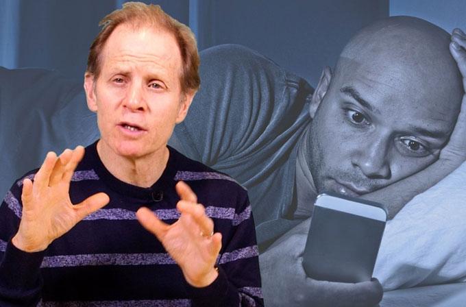 Uykudan önce akıllı telefonla uğraşmak beyinimize ve vüdumuza neler yapıyor?