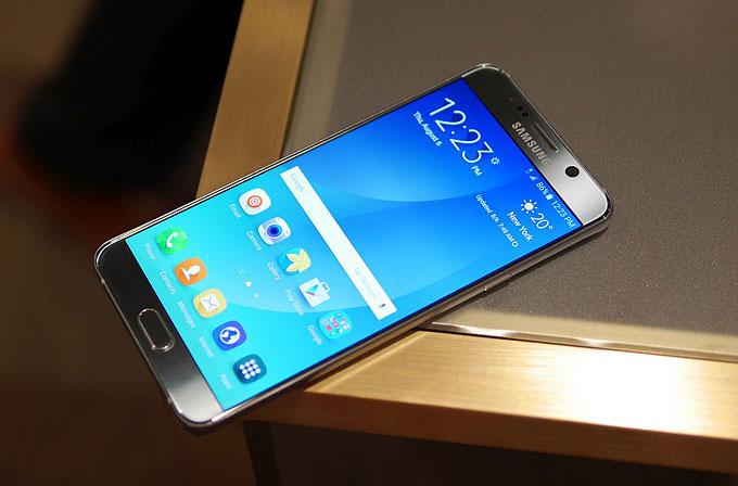 Galaxy Note 5'i Samsung Ürün Müdürü Tolga Erdem'den dinleyin