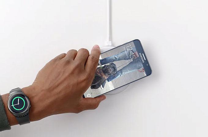Samsung yeni reklamında yine iPhone'a taş atıyor