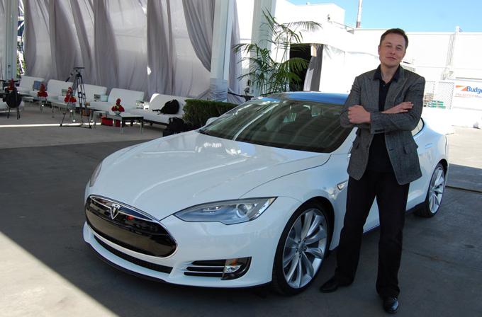 Elon Musk: Tesla'dan kovulduğunuzda en azından gider Apple'da çalışırsınız