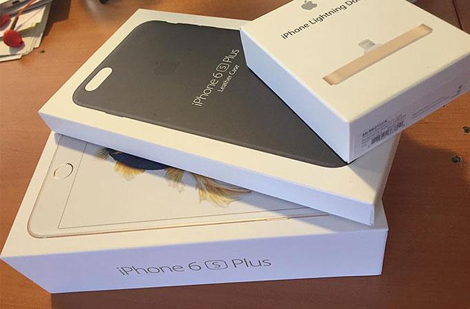 Apple iPhone 6S Plus kutusundan çıkıyor