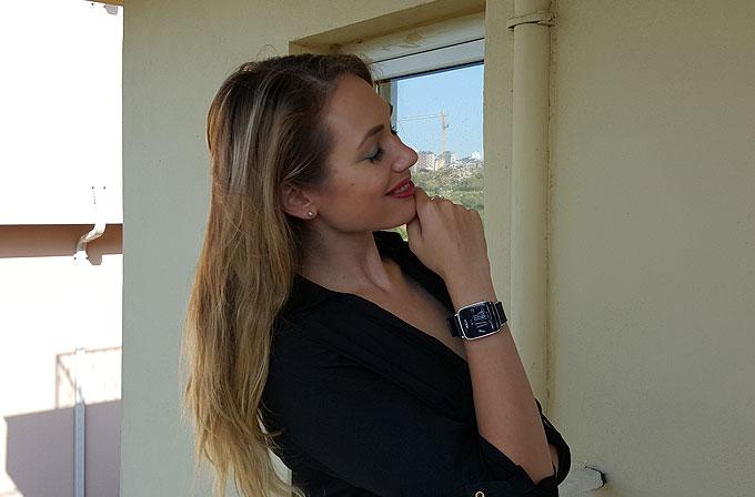 Kız Bakışı: ASUS VivoWatch (Alesya Antonova)