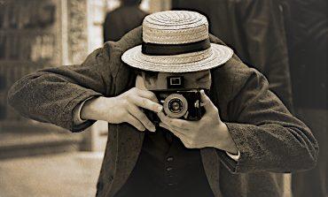 """""""Retro bir kameram olsun ancak en son tenolojilere de sahip olsun"""" diyorsanız, bu kamera tam size göre!"""