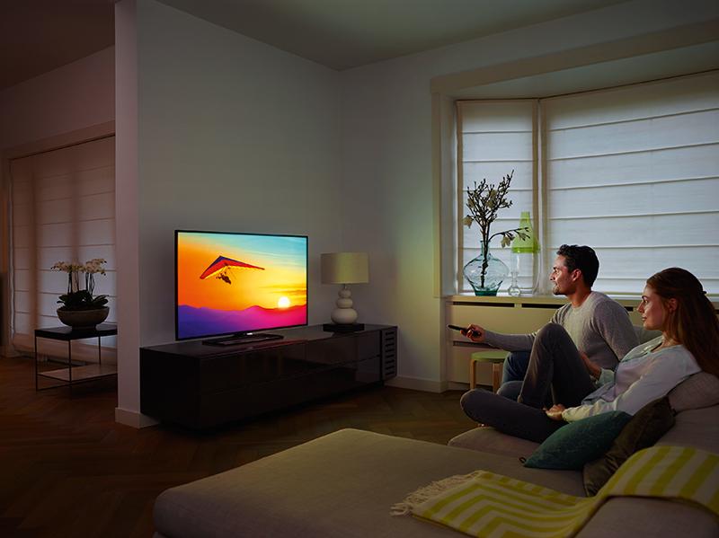 Fy15_LS_TV_6400_LR_3-4-view_Couple_CMYK