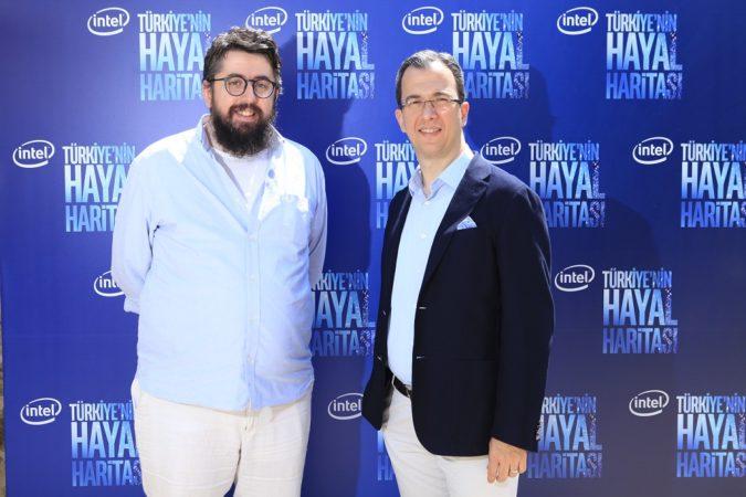 Future Bright Kurucu Ortağı Akan Abdula ve Intel Türkiye Genel Müdürü Burak Aydın