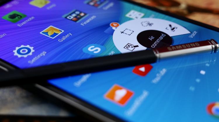 Samsung Galaxy Note 6'nın Boyutu ve İki Kenardaki Kavisli Ekranı Ortaya Çıktı