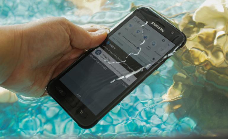 Samsung Galaxy S7 Active Su Geçirdi