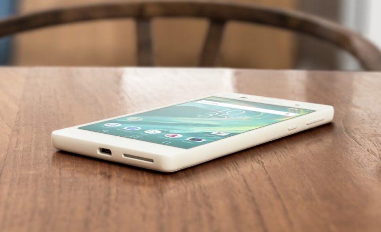 Sony Xperia E5 Kutusundan Çıkıyor